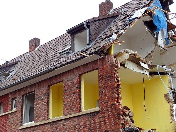 Abusi edilizi-Alto Garda Immobiliare