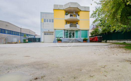 219-Arco-Stabile-Magazzino-Alto-Garda-Immobiliare2-525x328 Alto Garda Immobiliare